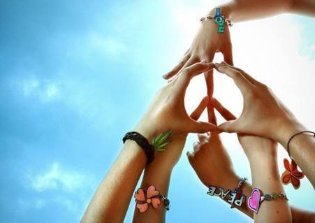 hands-make-peace-sign